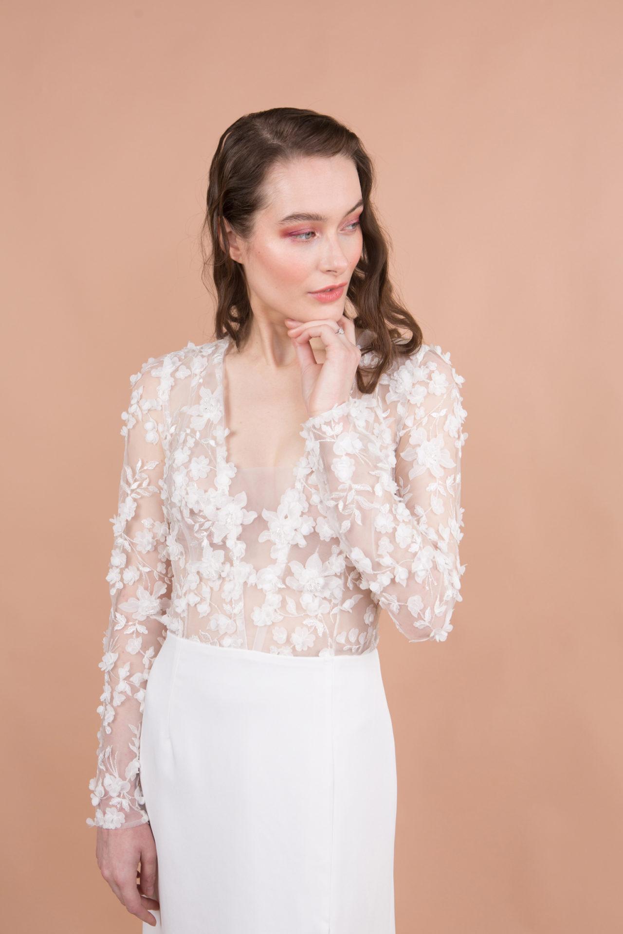 robe de mariée décolleté broderie