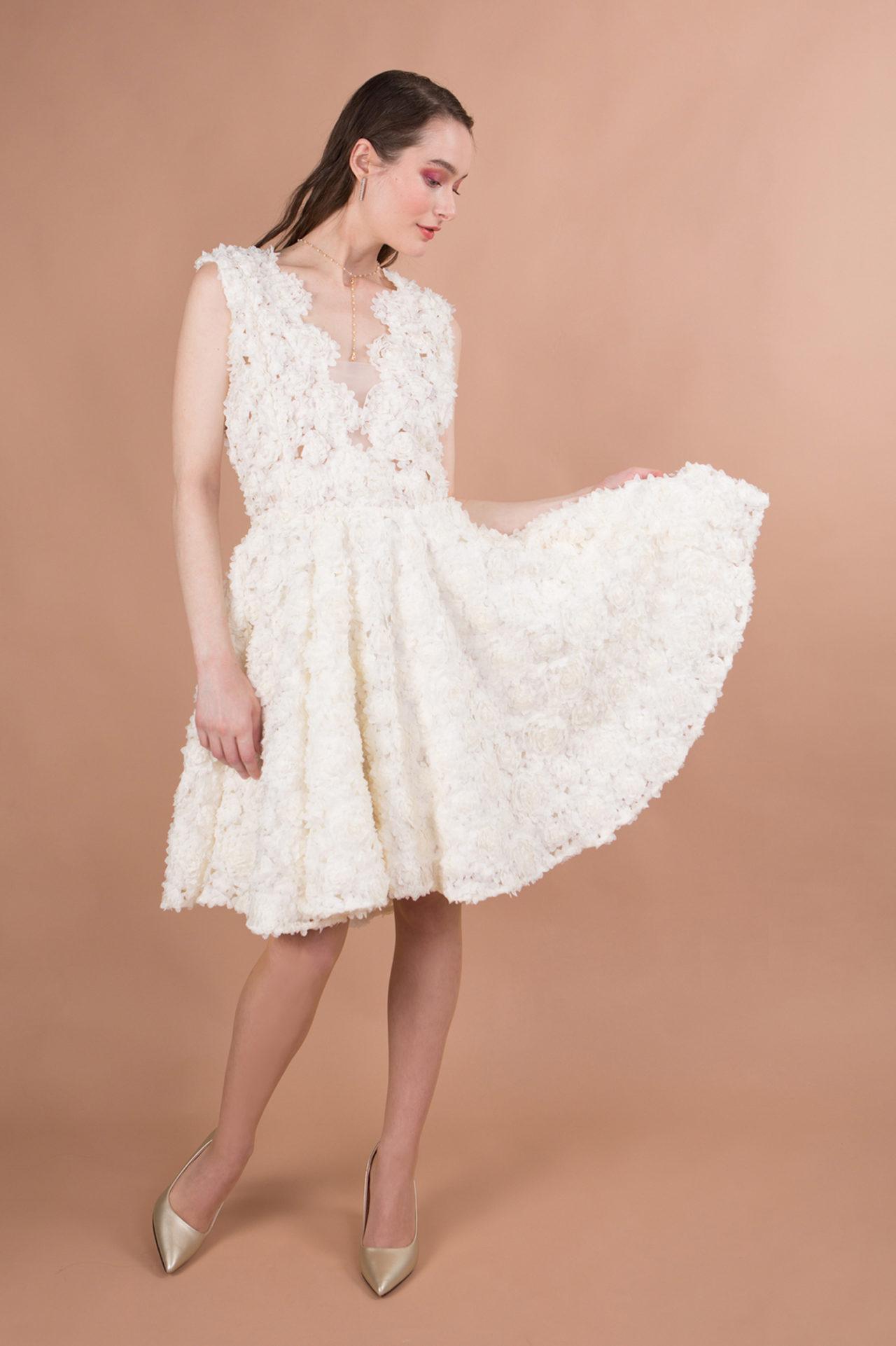 robe de mariée civile courte décolleté devant et dos nu