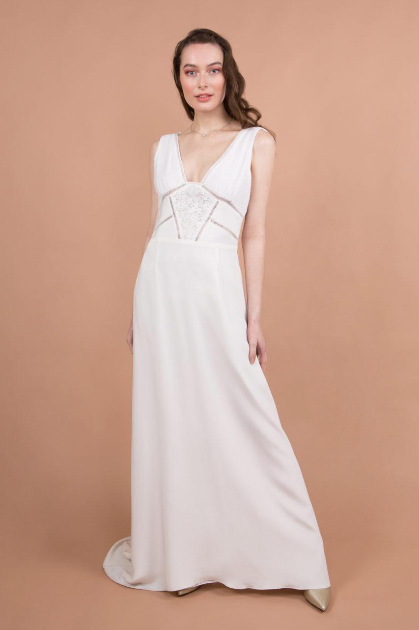 Robe de mariée avec dentelle et plissé avec galon en dentelle