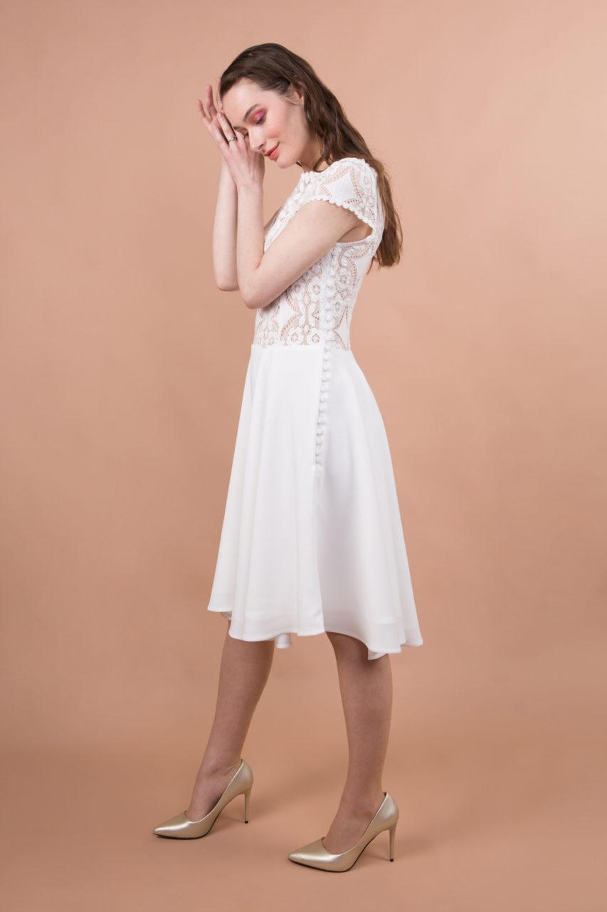 Robe de mariée civile courte avec dentelle et manches